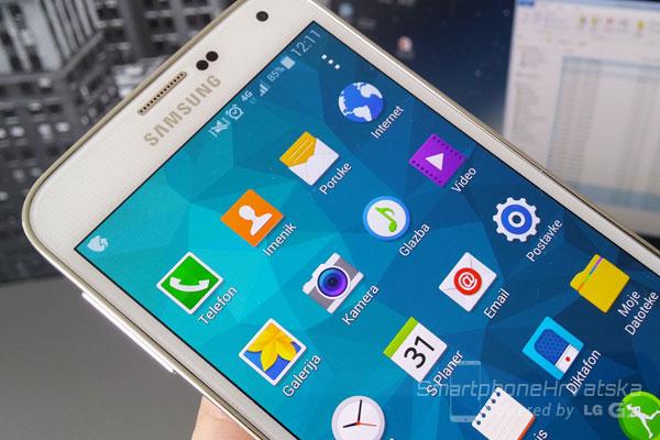 Galaxy S5 recenzija zaslon