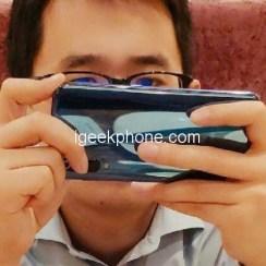 Xiaomi Mi 9 osvanuo na fotografiji s trostrukom kamerom na leđima