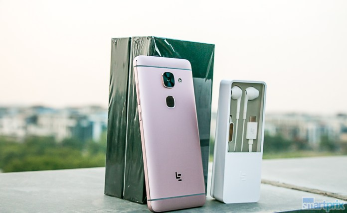 LeEco Le Max2 unboxed with CDLA headphones