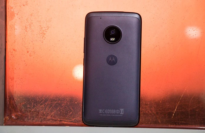 Reasons To Buy And To Not Buy The Moto G5 Plus - Smartprix Bytes