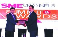 RAHUL GOSWAMI OF HPE GIVING AWAY SUPER50 AWARD TO INSPIRA ENTERPRISE INDIA PVT. LTD