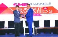 RAHUL GOSWAMI OF HPE GIVING AWAY SUPER50 AWARD TO MC MODI AND COMPANY