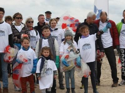 Une partie des participants à l'opération de nettoyage (SMEL)