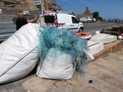 Big bag sur le port de Barfleur (@SMEL)