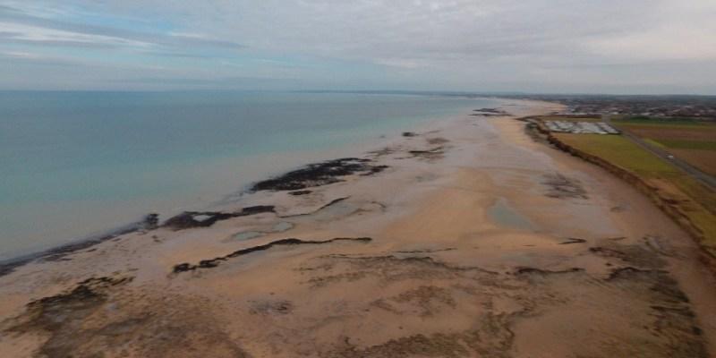 Vue par drone de l'estran des falaises de Luc-sur-mer (Calvados, France) (@SMEL)