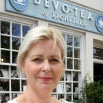 3 – Devo-Tea with business owner outside