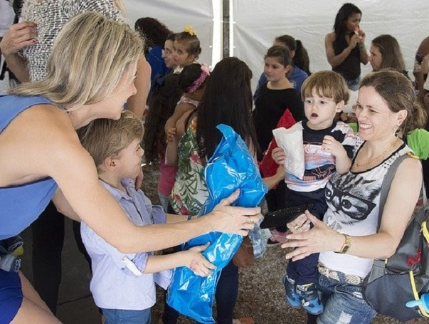 charity giving scene