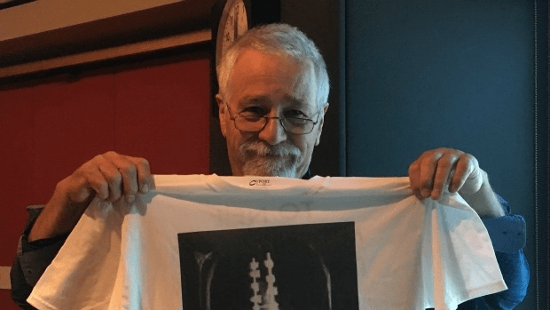 Neil shows off his new t-shirt, featuring Maya