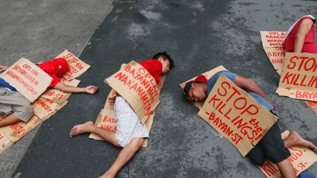 """People stage a """"die-in"""" to protest the rising number of extra judicial killings related to Philippine President Rodrigo ..."""