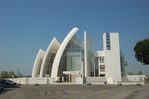 Richard Meier's Jubilee Church (Image Credit: alaninabox (Flickr))
