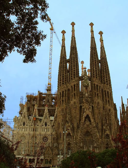 La Sagrada Familia, always under construction (Image Credit: chrisjfry (Flickr))