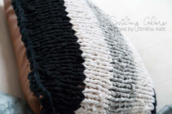 black_white_cushion