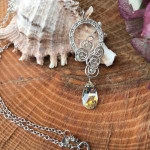 Sølvhalskæde med swarowski dråbe