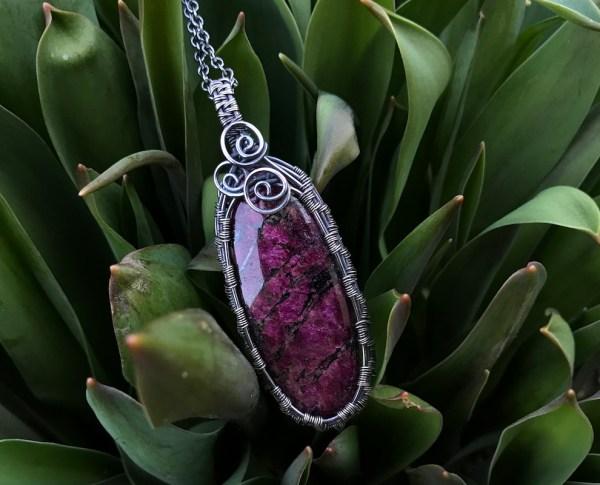 Eudialit sølvhalskæde