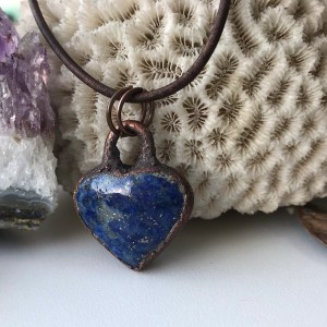 Electroformet lapis lazuli hjertehalskæde