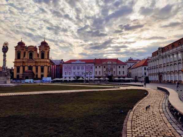 24 hours in Timisoara Piata Unirii