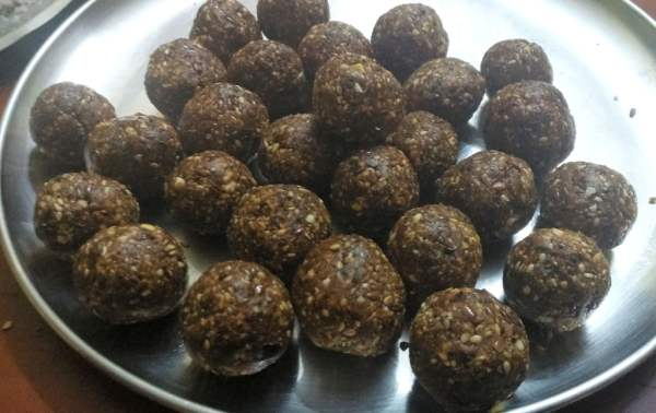 dates laddu with flax seeds