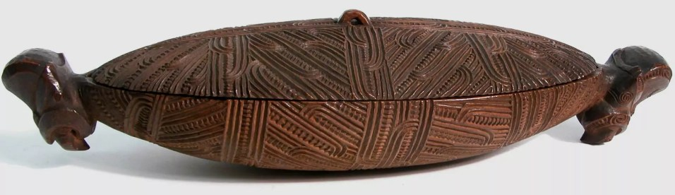 Waka huia feather Box