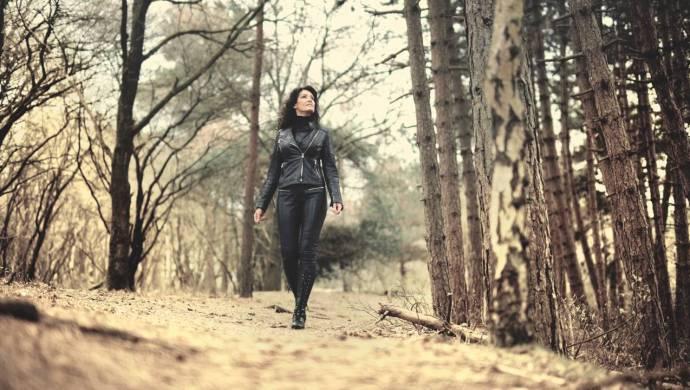 Ann May – The Dark Side video clip