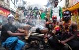 shivaratri festival Hindus fumam maconha por deus shiva smoke buddies 04 Shivaratri: em festival, Hindus fumam maconha pelo deus Shiva