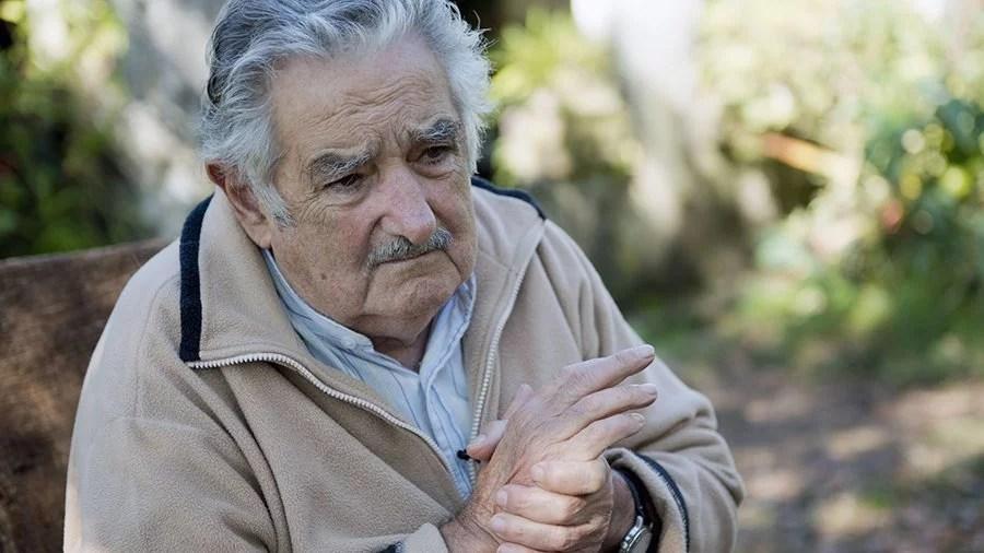 Mujica pede renúncia de equipe econômica se não destravarem venda de maconha Mujica pede renúncia de equipe econômica se não destravarem venda de maconha