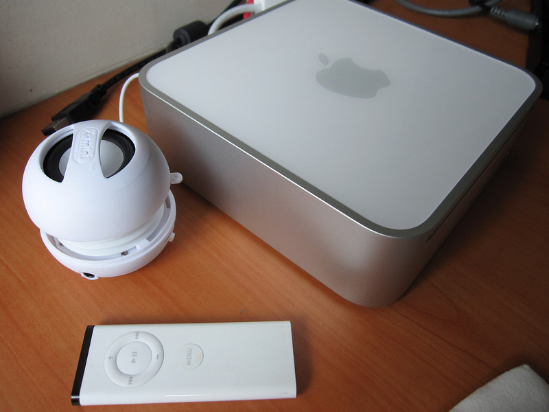 X mini II Capsule Speaker with Mac Mini