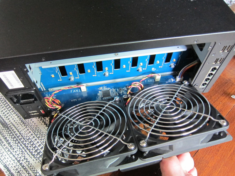 Cleaning Fans of Synology DS1813+