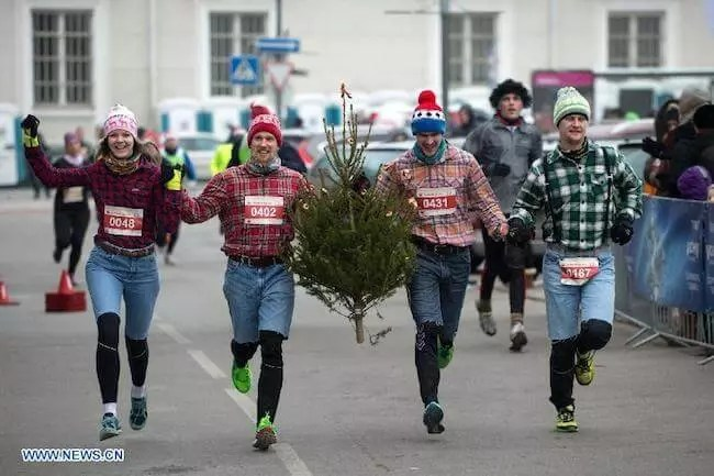 holiday-themed-relay-race