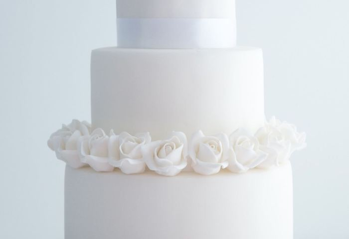 12 White Roses With White Wedding Cakes Photo White Rose Wedding