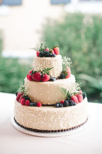 Fruit Cake Wedding Cake   Wedding Cake Flavors     fresh fruit wedding cake