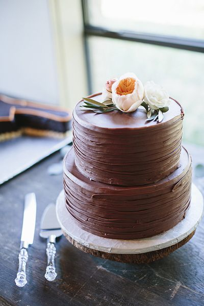 11 Wedding Cakes With Chocolate Icing Photo   Half Chocolate Wedding     Chocolate Wedding Cake