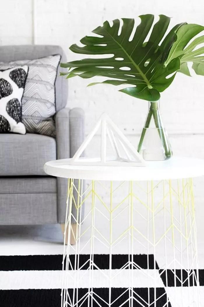 DIY mesa zuxiliar con cesta y tablón
