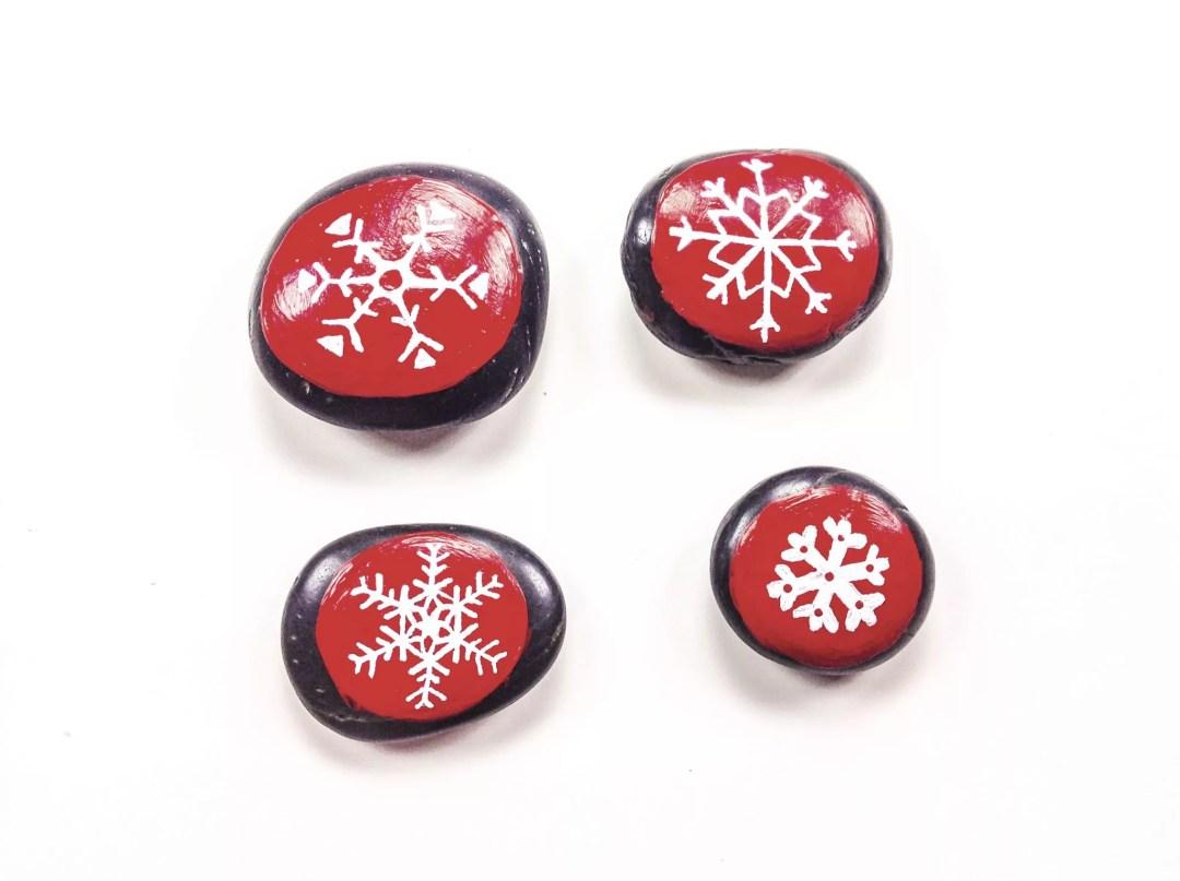 piedras decoradas para Navidad