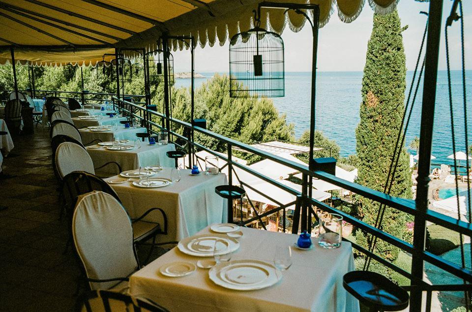 Trasformare un terrazzo in un giardino da sogno. Ristoranti sul mare: i migliori 10 in Italia - Snap Italy