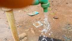 Plumbing, Soil, Sink, Ground, Hydrant, Fire Hydrant, Sink Faucet, Hand, Tap, Bottle, Building, Brick, Sphere, Sand, Finger