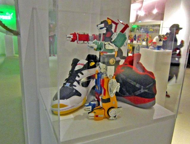 Generation13 street art, sneaker múzeum, kávézó és shop