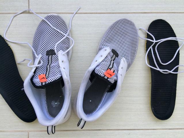 Vedd ki a cipőfűzőket és a talpbetéteket!