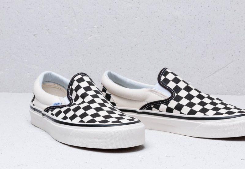 Kockás Vans sneakerek a shopban - az igazi klasszikusok