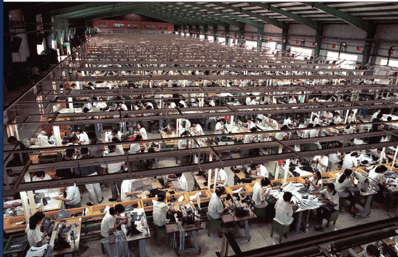 Brillar Jajaja Continuar  How big are shoe factories? - How Shoes are Made: The Sneaker Factory
