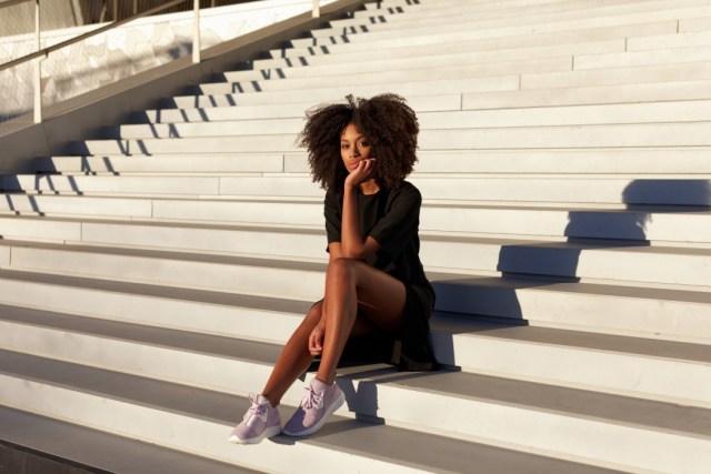 Sepatu sneaker wanita Nike Lunar Charge