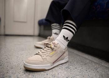 gambar sepatu adidas Originals x TfL Continental 80