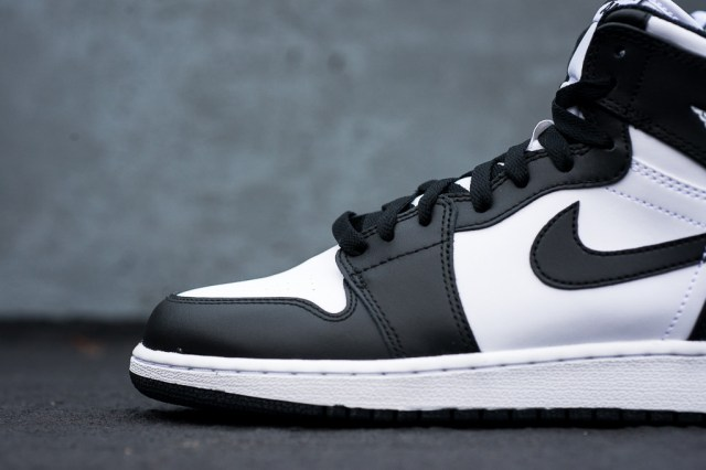 Air_Jordan_1_Kids_OG_Black_White_Sneaker_Politics_3