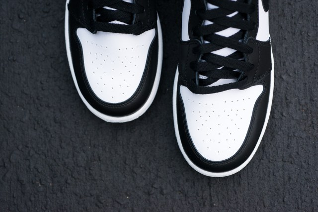 Air_Jordan_1_Kids_OG_Black_White_Sneaker_Politics_4