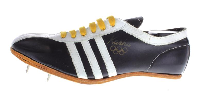 L'une des anciennes chaussures de course à pointes de Kahru