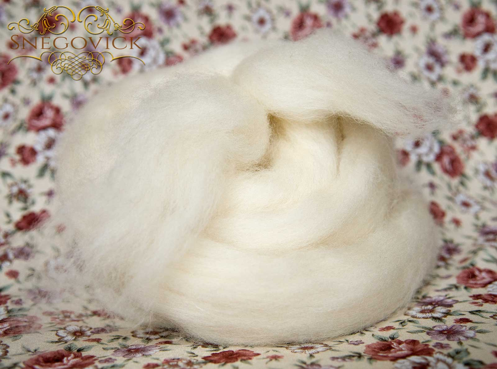 Off-white mixed wool roving