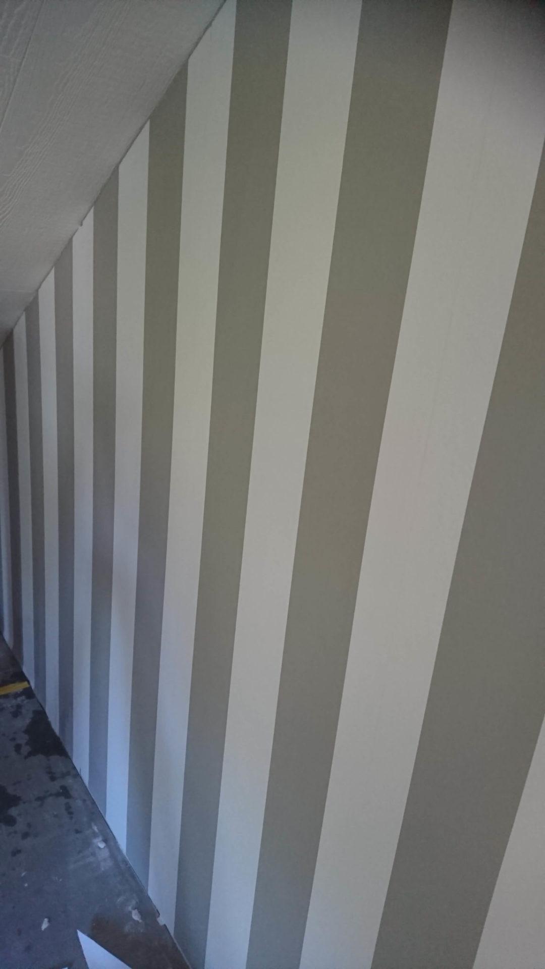 Byggföretaget utför även tapetsering