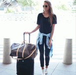 shirt-airport-outfit