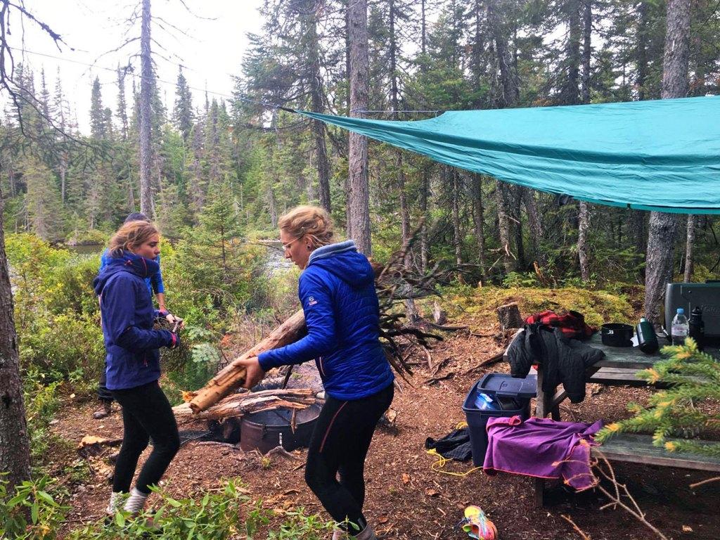 Canot-camping dans le parc national des Monts-Valin, Québec, Canada