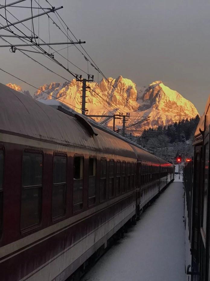 Alpen Express op station Kitzbühel in de vroege ochtend. Foto: Pauline van der Waal