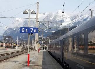 trein op wintersport